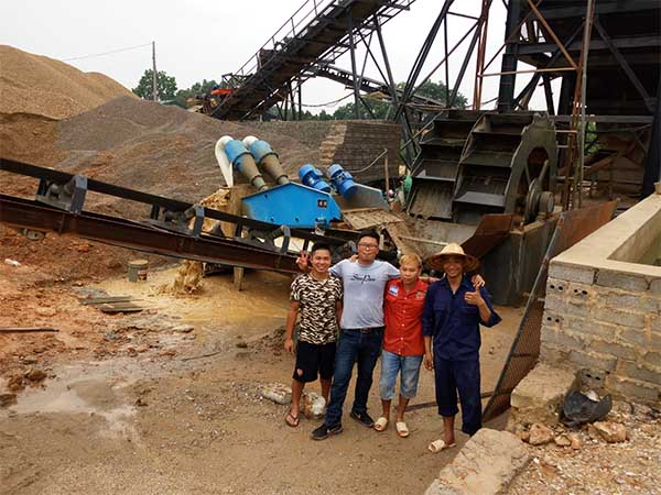 sand extraction machine working site